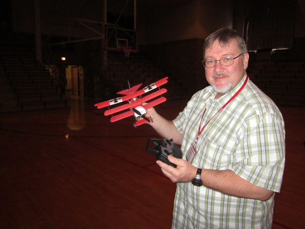indoor micro flyer, triplane, gerrald yarrish, model airplane news, model airplanes, model aviation