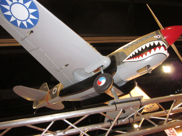 wing spar, 90-degree rotating retracts, robart retracts, model airplane news, photo 2, shark, gray