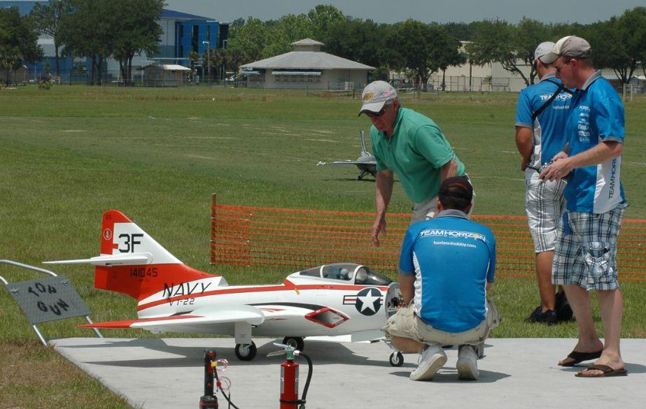 f9f cougar, model airplane news jets, Grumman Cougar on a flyby, grumman cougar, Mitch Buckley, Bob Rullie, JetCat P120 turbine, Team Horizon, 3f, photo 2, crew