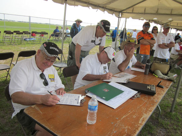 top gun, top gun flightline, top gun people, model airplane news, photo 3, static detail and outline judges topgun, lee henderson, bob curry, rich uravitch craftsmanship judge