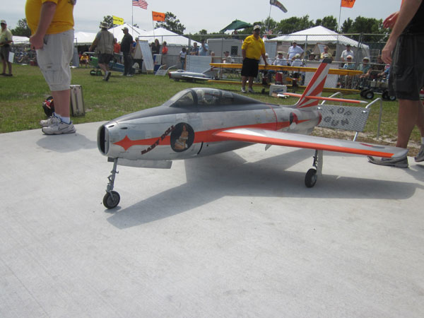 Brian O'Meara's F-84F, pro-am, f-model f-84, top gun, thunderjet, jetcat 200 turbine, 1985 dutch airship, phantasy in the blue, brian o'meara, photo 5, wheels, rested, model airplane news jets