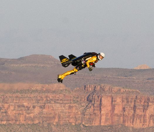 """Jetman"" flies through the Grand Canyon"