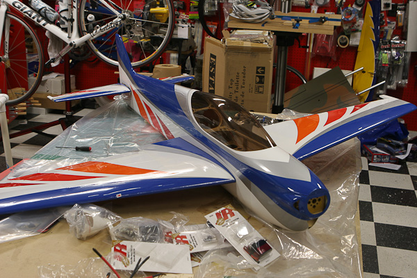 SebArt WindS 100E, Hacker A50-16L motor feeding, Thunder Power 45C 8-cell pack, model airplane news, red white blue