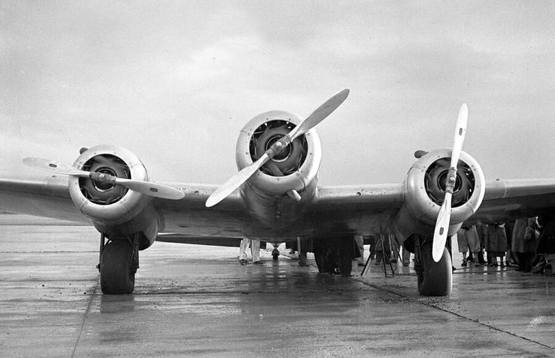 Still more great U.K. Aviation Photos from 1930's