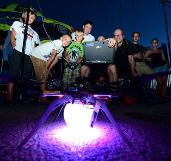 Unbelievable Quadcopter Light Show
