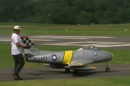 F-86 Sabre: SUPER-SIZED!