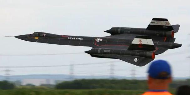 Monster Scale SR-71 Blackbird Spyplane