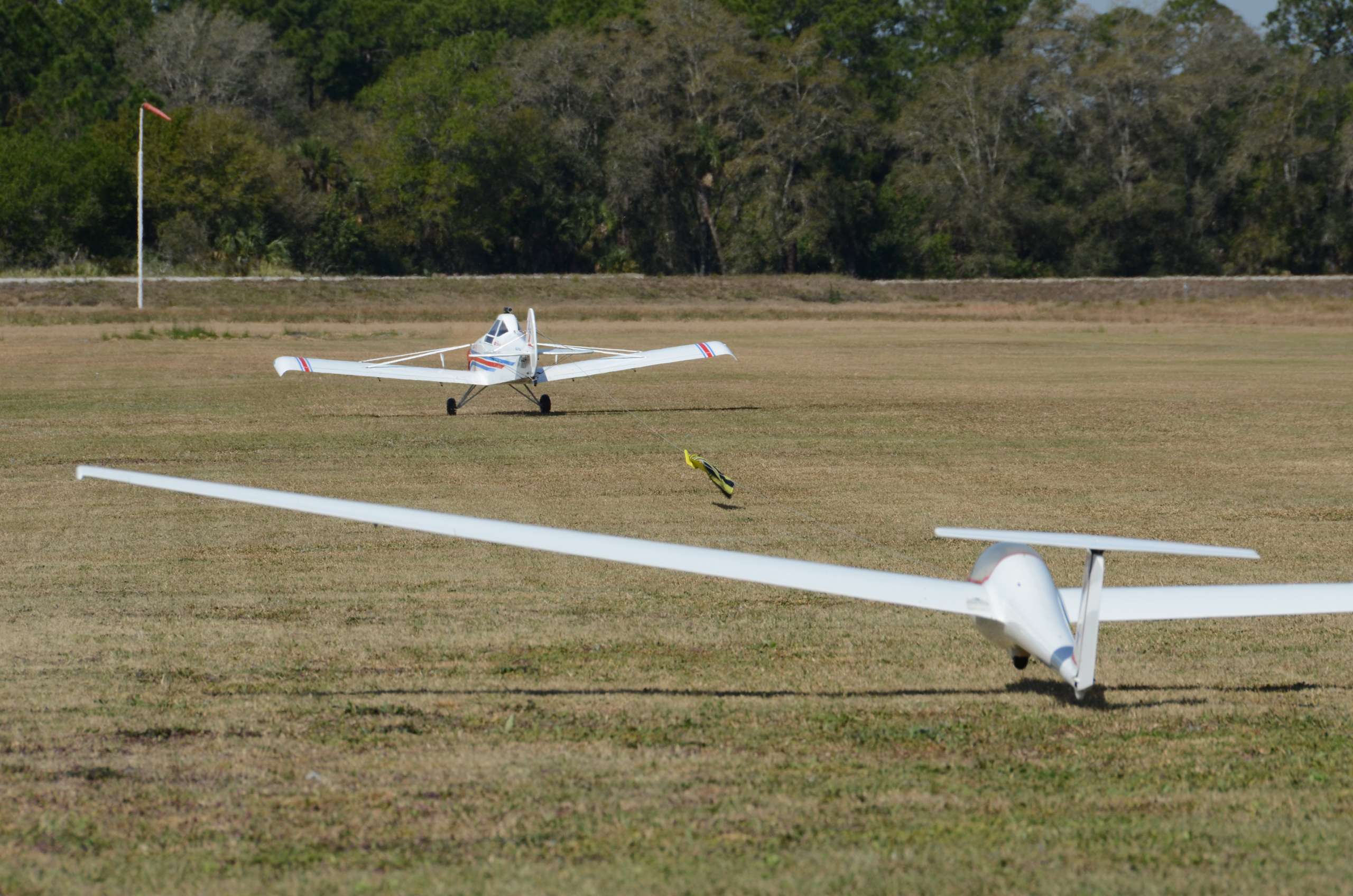 Kris' DG1000 lifts-off ever so gently, in unison with John's Pawnee. Tow Pilot-Glider Pilot coordination at its best!