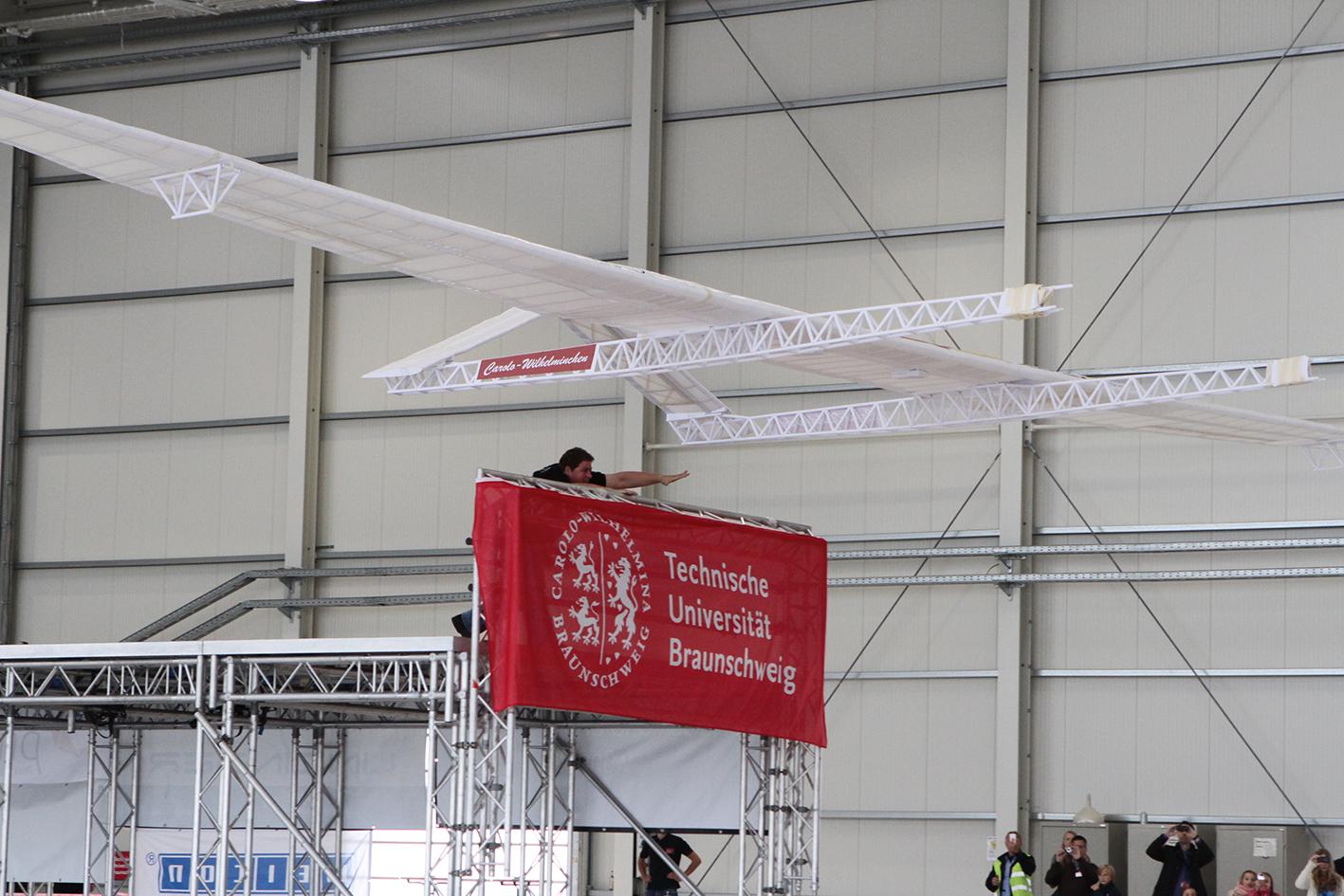 54-foot-span Paper Airplane Breaks Record!