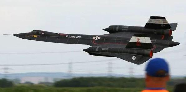 Monster Scale Blackbird SR-71 Spyplane