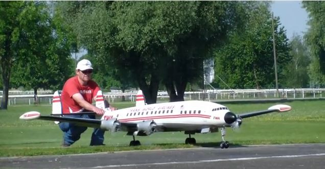 Super Constellation Flies Again!