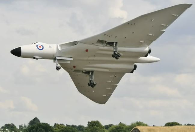 Giant Avro Vulcan wows the crowd!