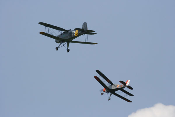 MAN @ Warbirds over Delaware — Friday Fighters