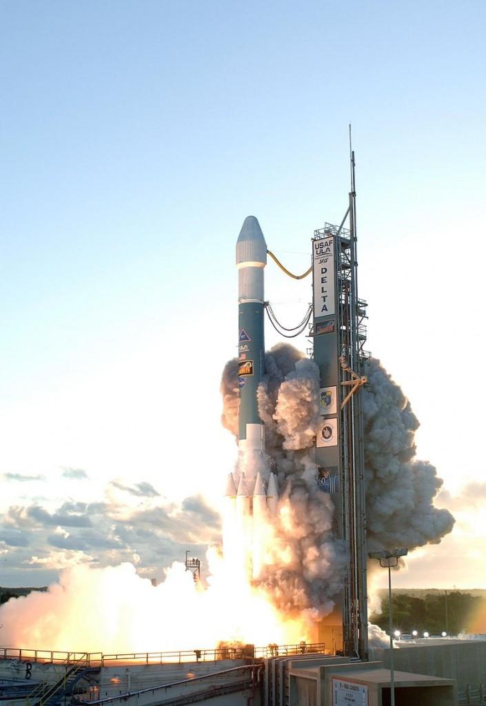 800px-Delta_II_Dawn_liftoff_1