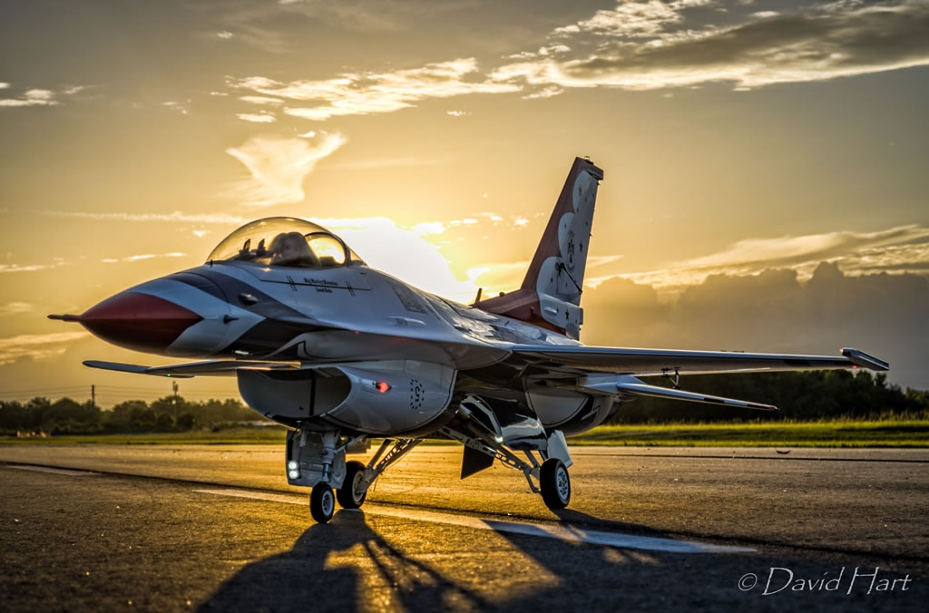 Road to Top Gun —  USAF Thunderbird #5 — F-16 Falcon
