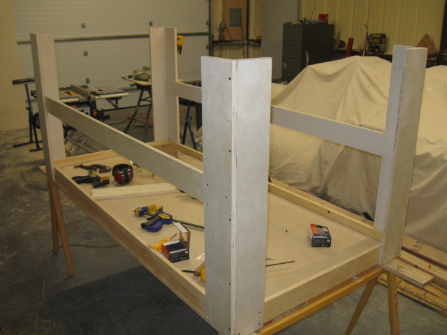 Stringers added to long sides of the table. They give lots of lateral support. Starting to look like something!