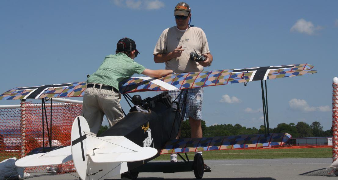 Top Gun Walt Alexander's Family Affair - Model Airplane News