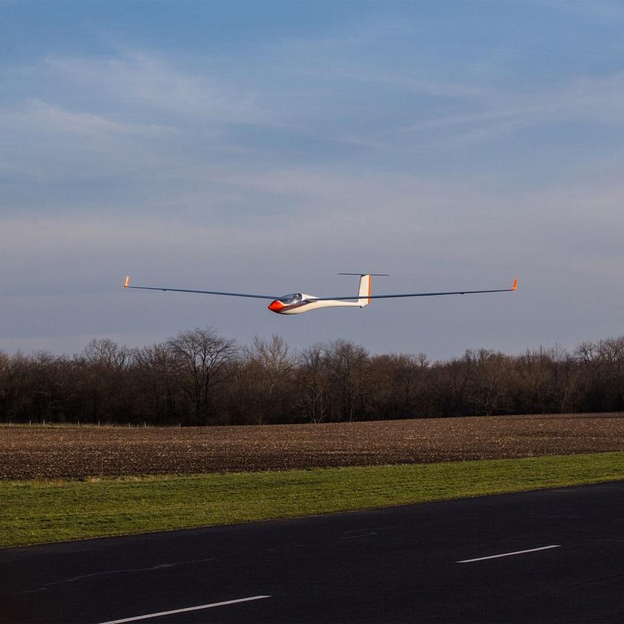 Hangar 9 ASH 31 6.4m ARF