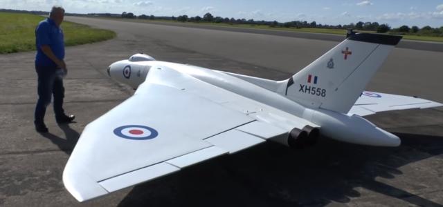 Gigantic RC Avro Vulcan Delta Bomber