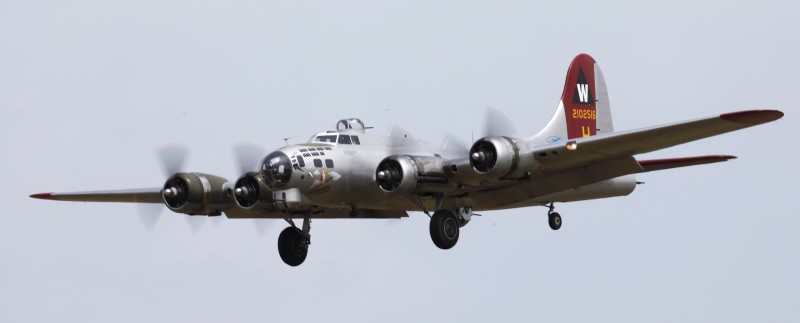 Rooms: 19ft. B-17 Flying Fortress
