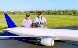 World's Largest RC Boeing 787