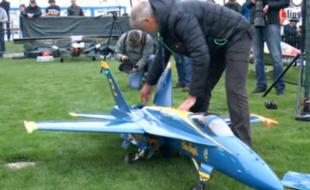 Stunning Twin Turbine F-18 Blue Angels Jet